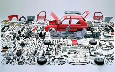 دلال ها عامل افزایش قطعات خودرو هستند